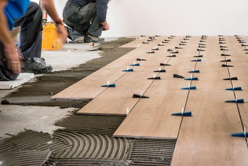 grindu plyteliu klijavimas kainos